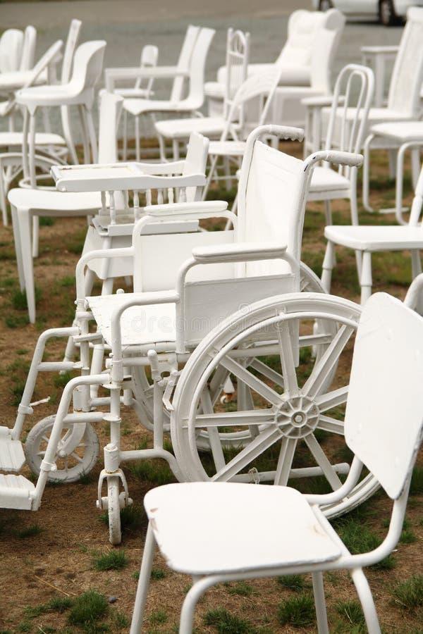 escultura blanca vacía de 185 sillas en Christchurch Nueva Zelanda foto de archivo