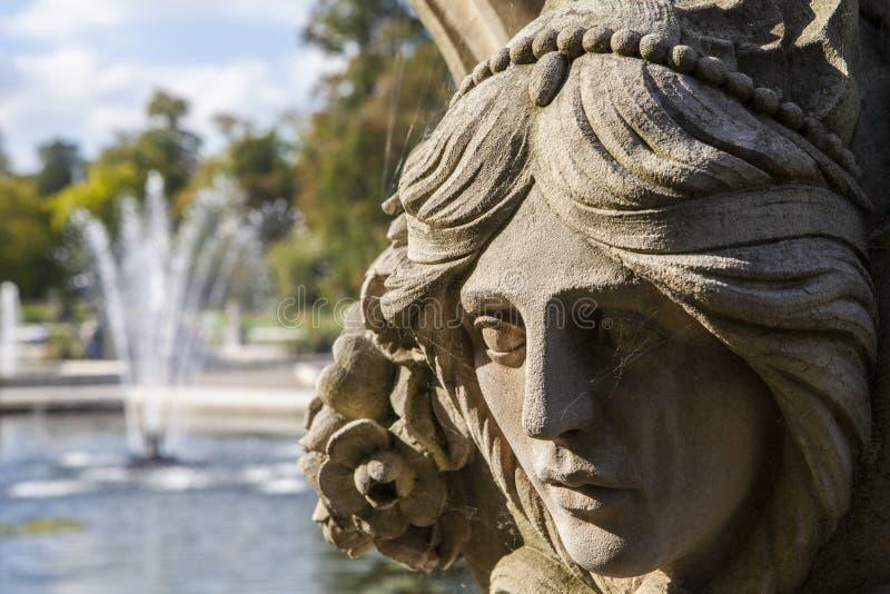 Escultura bonita em jardins de Kensington imagens de stock royalty free