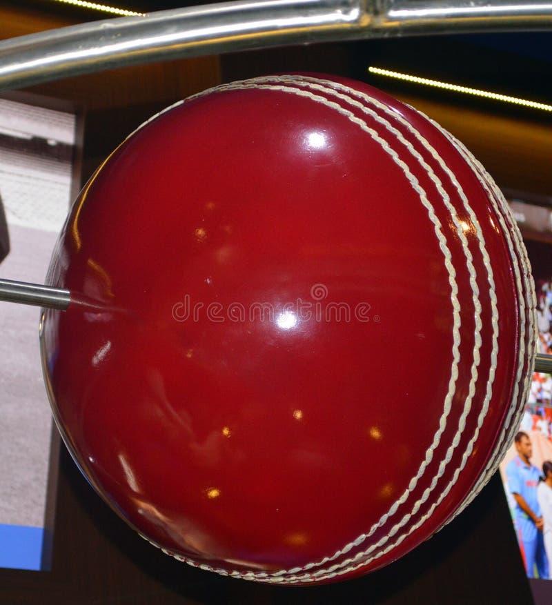 Escultura colorida de bola de críquete foto de stock royalty free