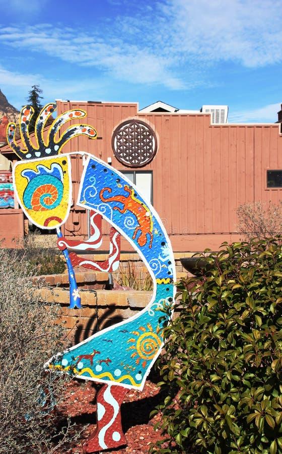 Escultura colorida del arte de la calle de Cocopah en Sedona, Arizona imagenes de archivo