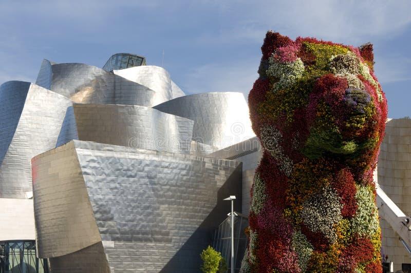 Escultura colorida del perrito, Bilbao, país vasco imágenes de archivo libres de regalías