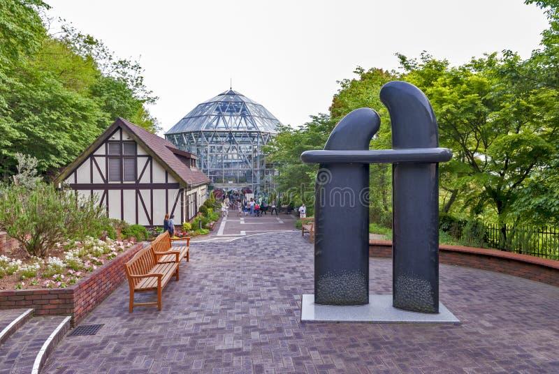 Escultura da arte instalada em Nunobiki Herb Garden na montagem Rokko em Kobe, Japão imagens de stock royalty free
