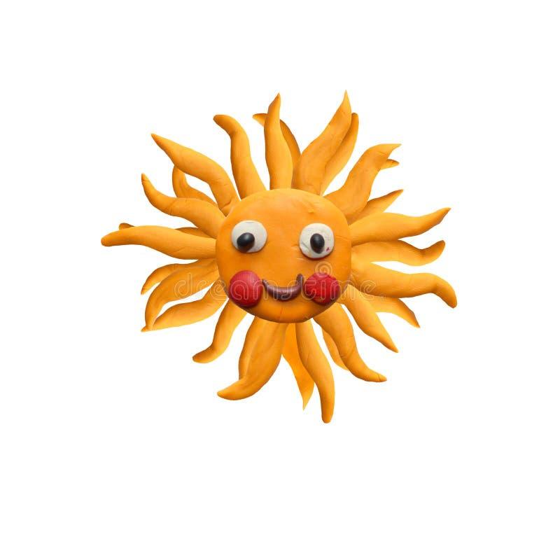 Escultura da cara do sol da massa de modelar isolada no branco foto de stock royalty free