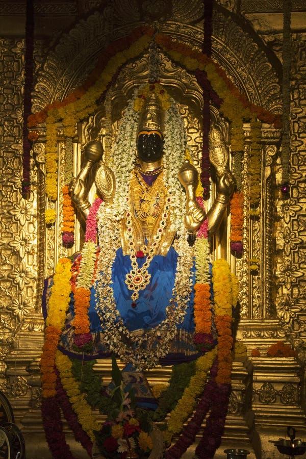 Escultura da deusa Lakshmi Narayani na réplica de Sripuram Lakshmi Narayani Golden Temple, Vellore, Tamil Nadu durante Ganpati imagens de stock royalty free