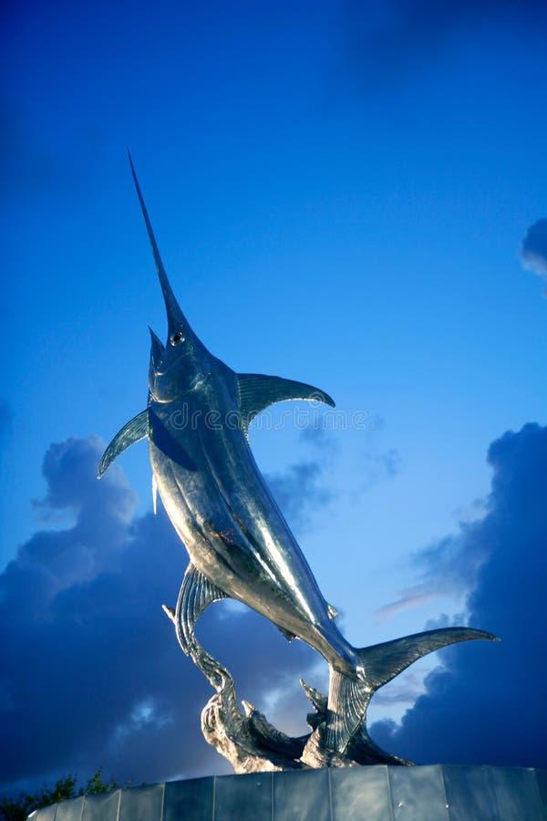 Escultura da prata do espadim dos swordfish de Broadbill fotografia de stock