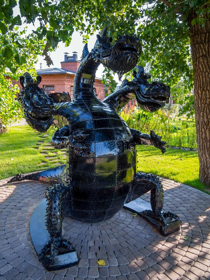 Escultura da serpente Gorynycha, parque de diversões 'Nelzha ', região de Voronezh fotos de stock