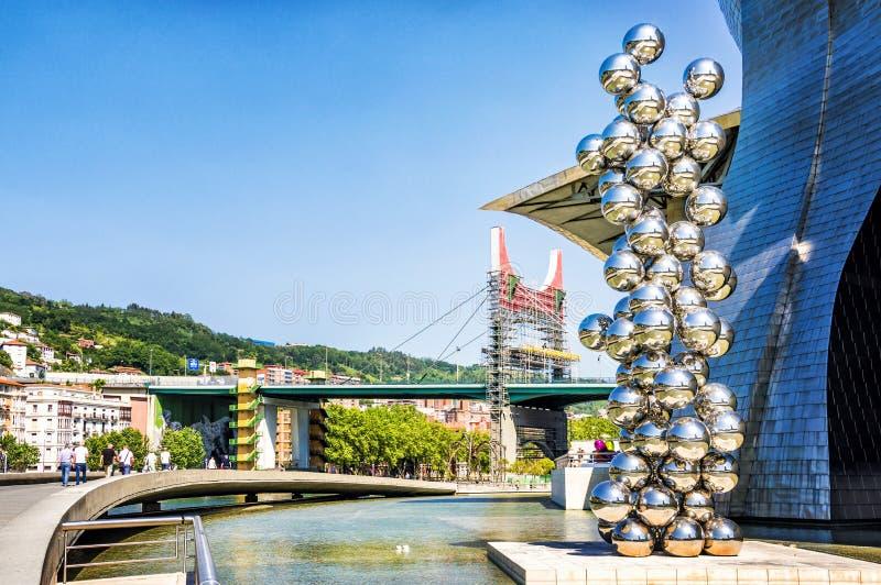 Escultura de Anish Kapoor perto do museu de Guggenhaim em Bilbao, Espanha fotografia de stock