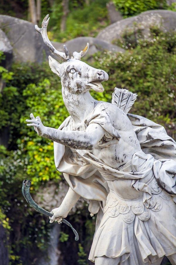 Escultura de Atteone en el palacio real de Caserta fotos de archivo