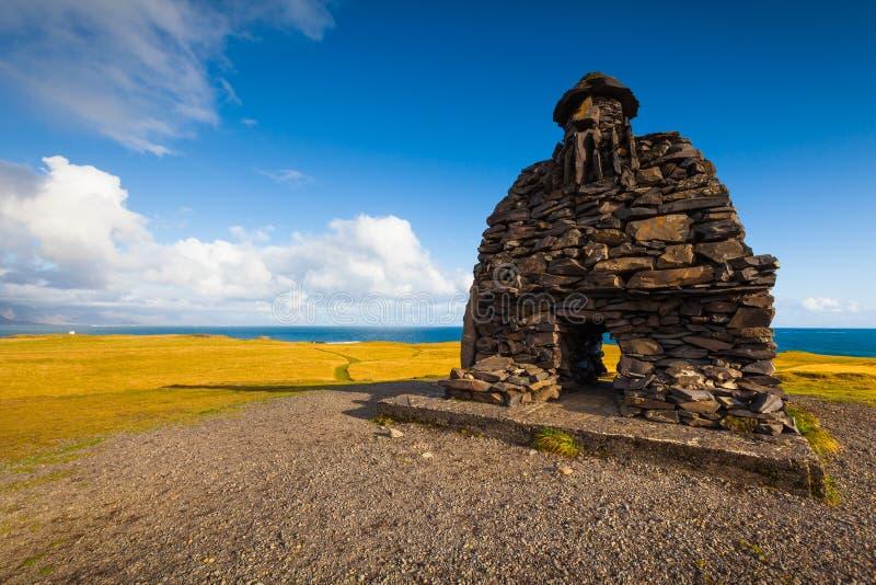 Escultura de Bardur na península de Snaefellsness, Islândia ocidental fotografia de stock