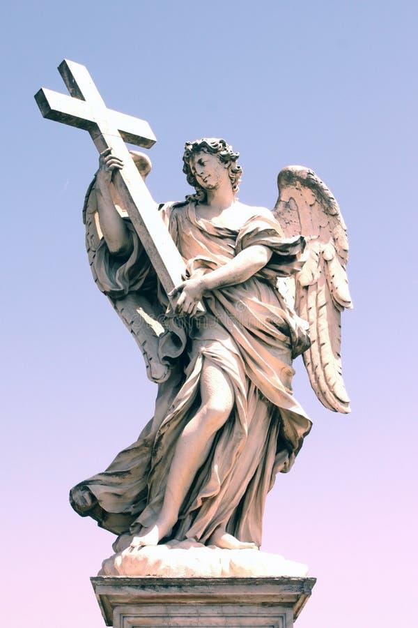 A escultura de Bernini ao longo da ponte de Sant 'Angelo em Roma, Itália imagem de stock royalty free