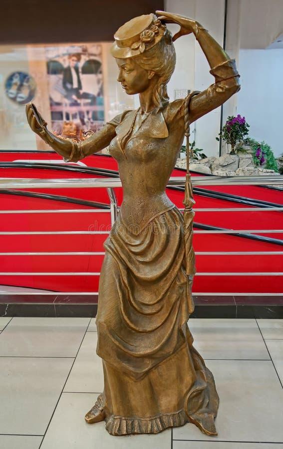 """Escultura de bronze 'mulher da forma 'um outro nome 'Mademoiselle"""" Instalado em 2006 fotos de stock"""