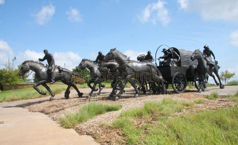 Escultura de bronze em Oklahoma fotos de stock