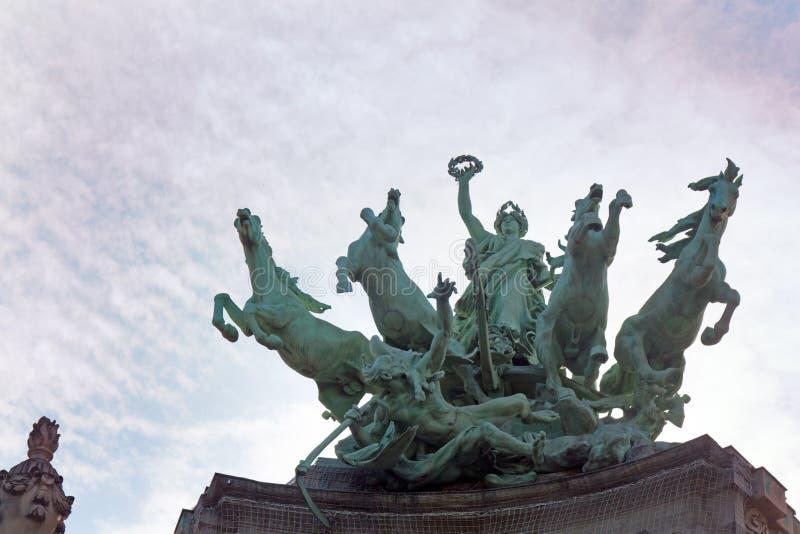 Escultura de cuatro caballos con el genio con alas, cuadriga foto de archivo libre de regalías