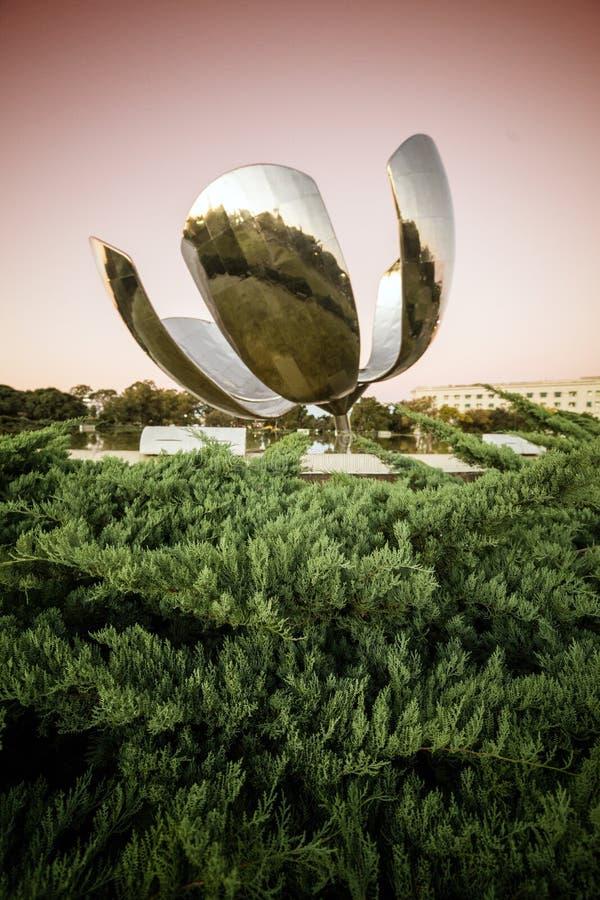 Escultura de Floralis Generica fotos de archivo