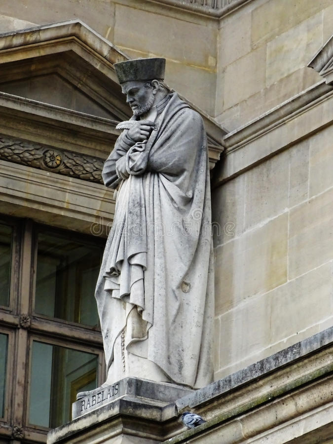 Escultura de Francois Rabelais en el Louvre, París, Francia fotos de archivo