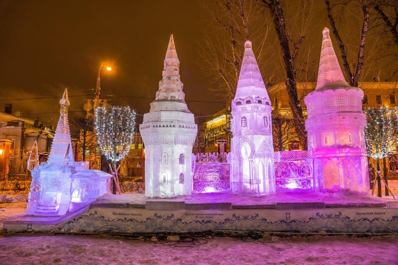 A escultura de gelo: A câmara do arsenal fotos de stock royalty free