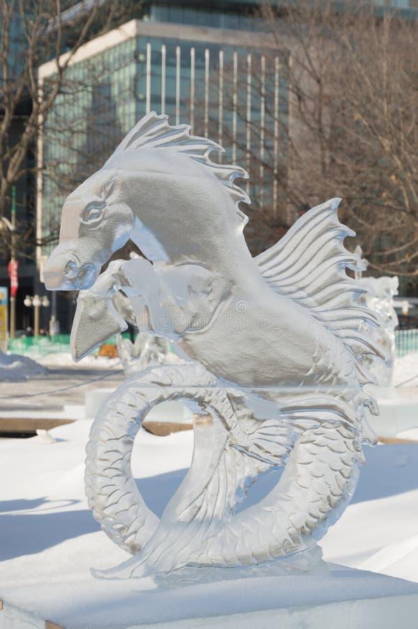 Escultura de gelo do cavalo marinho no ` s Winterlude de Ottawa imagem de stock