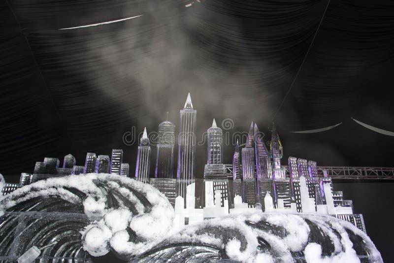 Escultura de gelo do centro da cidade na praia imagem de stock