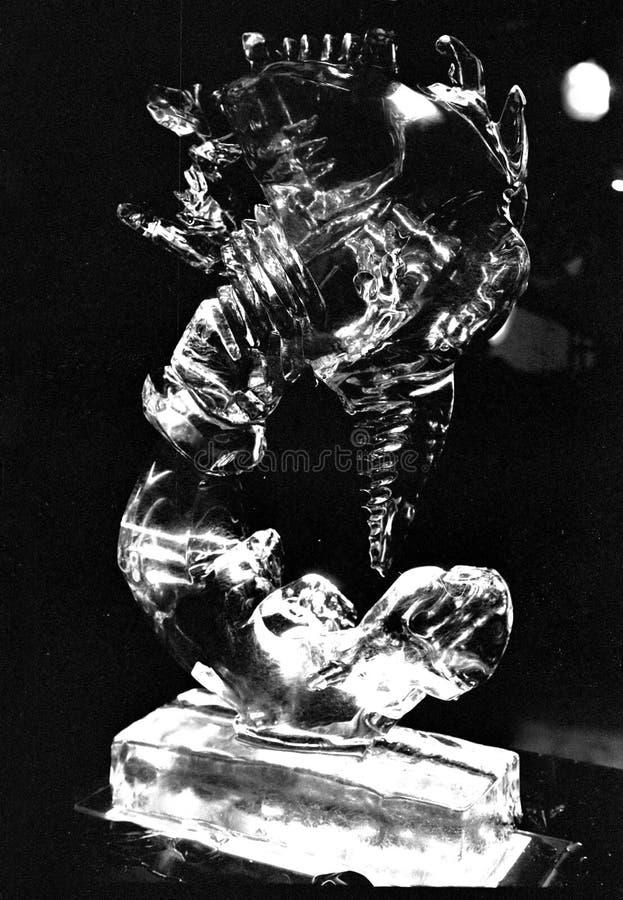 Escultura de hielo de un dragón fotografía de archivo