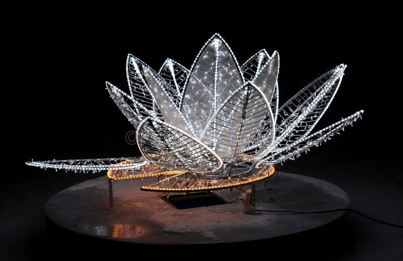 Escultura de incandescência bonita da flor fotos de stock royalty free