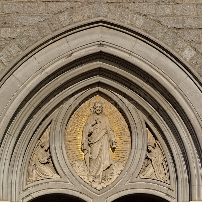 Escultura de Jesús con el hogar sagrado fotografía de archivo libre de regalías