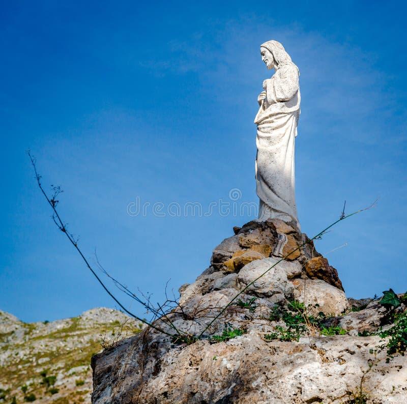 Escultura de Jesus Christ em uma rocha em Mijas fotos de stock royalty free