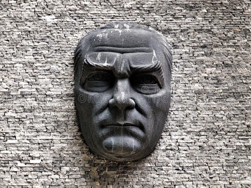 Escultura de Kemal Ataturk en una pared de ladrillo de piedra fotos de archivo libres de regalías