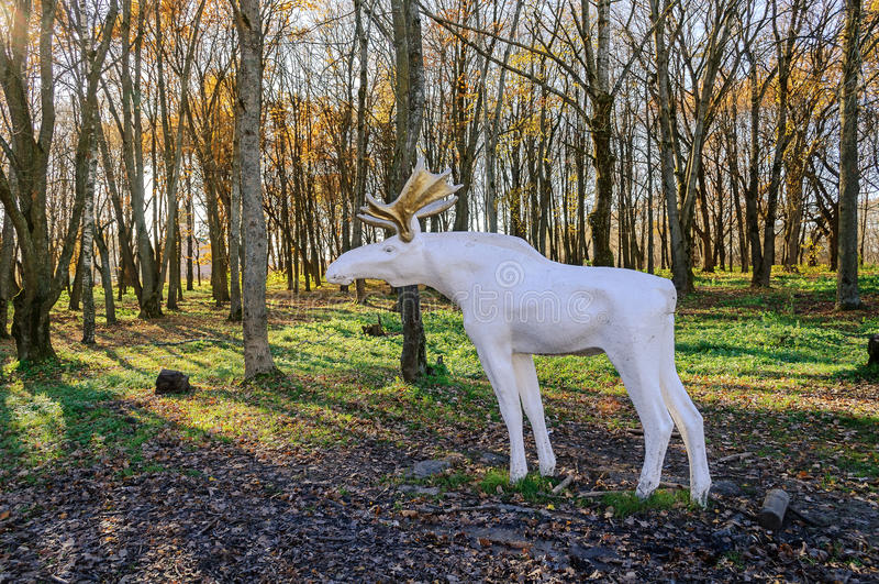 Escultura de la ciudad de alces en el parque de aniversario del 30 de octubre imágenes de archivo libres de regalías