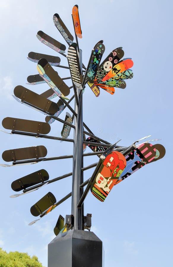 Escultura de la cubierta del patín: Movimiento en color imágenes de archivo libres de regalías