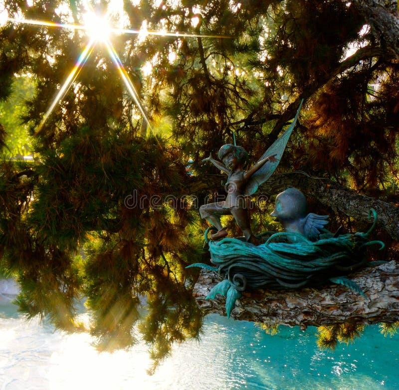 Escultura de la hada de la tierra de la fantasía de Disneyland imágenes de archivo libres de regalías