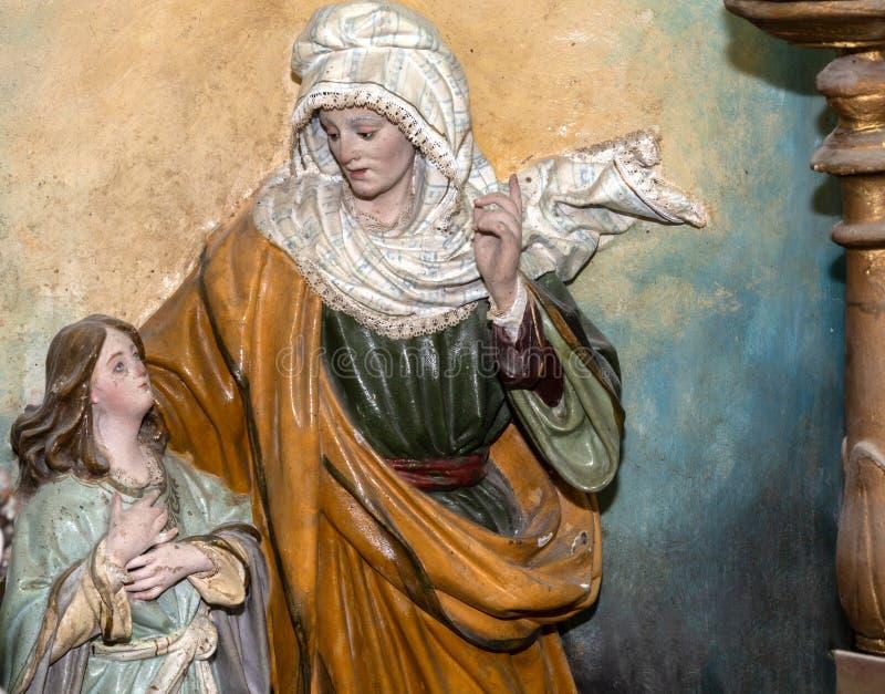 Escultura de la madre y de la hija en el estudio de los artes stock de ilustración