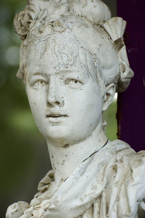 Escultura de la mujer mayor foto de archivo