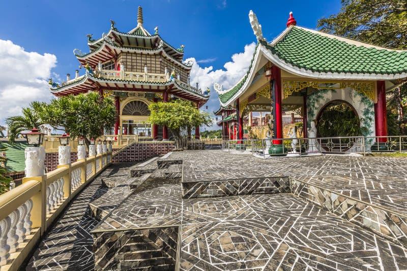 Escultura de la pagoda y del dragón del templo del Taoist en Cebú, Philip fotografía de archivo