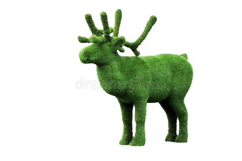 Escultura de los ciervos de la hierba verde en el jardín foto de archivo