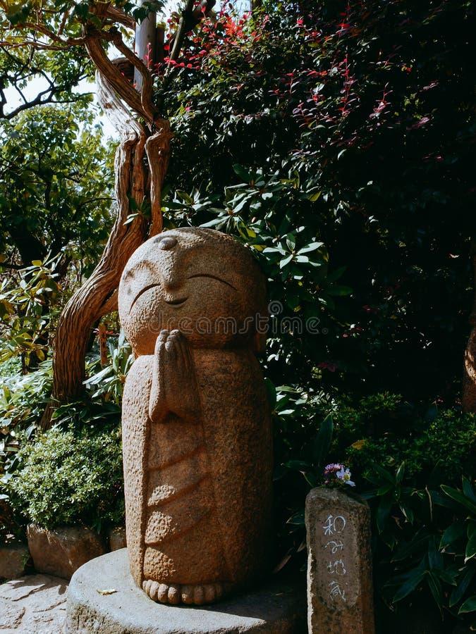 Escultura de los niños del agua en el templo Kamakura de Hasedera imágenes de archivo libres de regalías