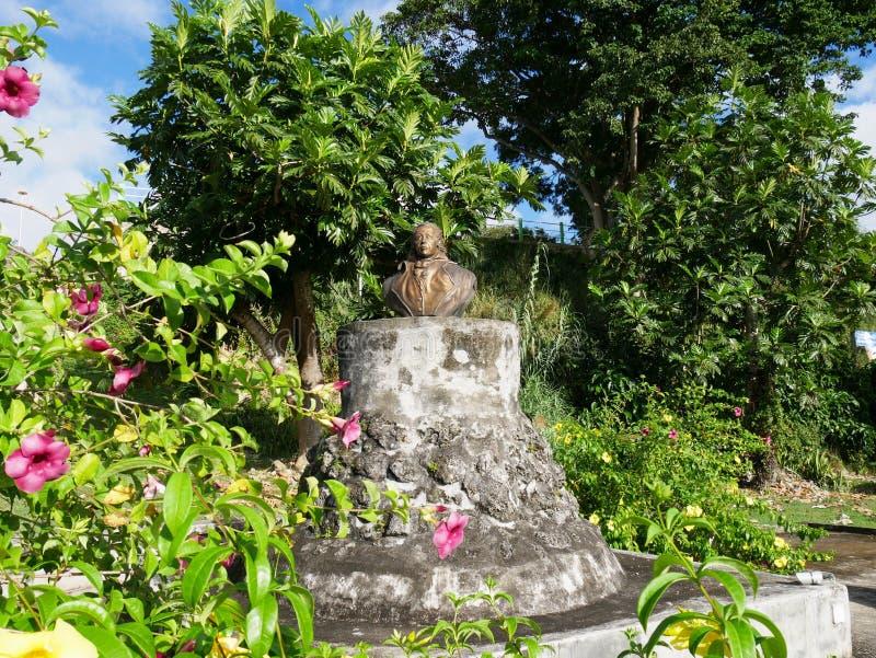 Escultura de Louis Delgres, abolicionista de la esclavitud en el canal pequeno en Guadalupe fotos de archivo libres de regalías