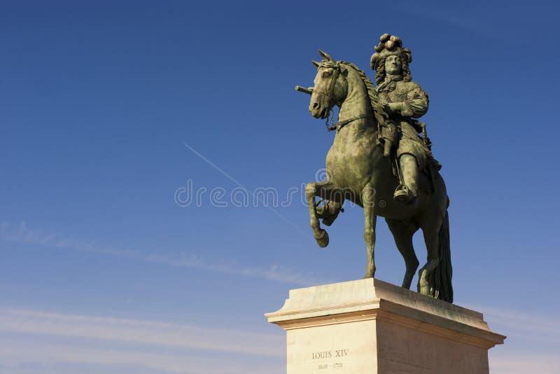 Escultura de Louis XIV imagenes de archivo