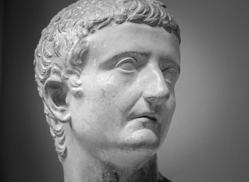 Escultura de mármore do imperador Tiberius imagem de stock royalty free