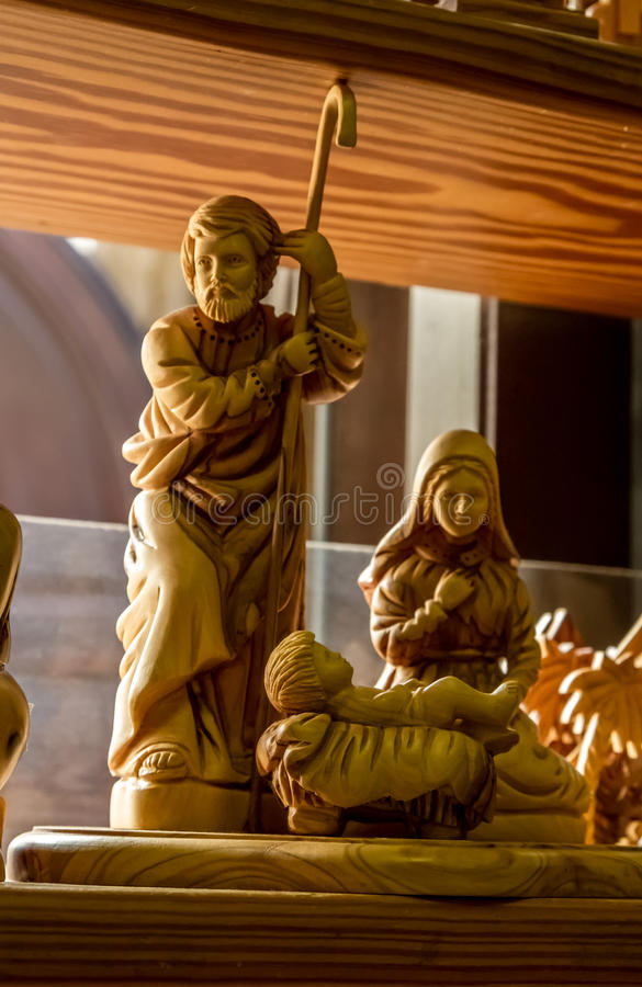Escultura de madeira do bebê Jesus, Virgem Maria e de Joseph imagens de stock royalty free
