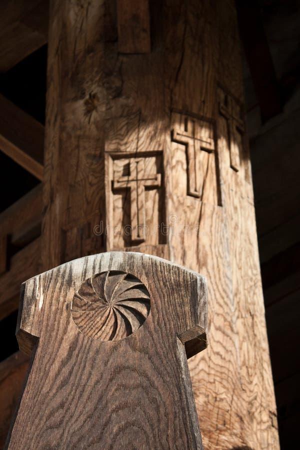 Escultura de madera circular fotos de archivo