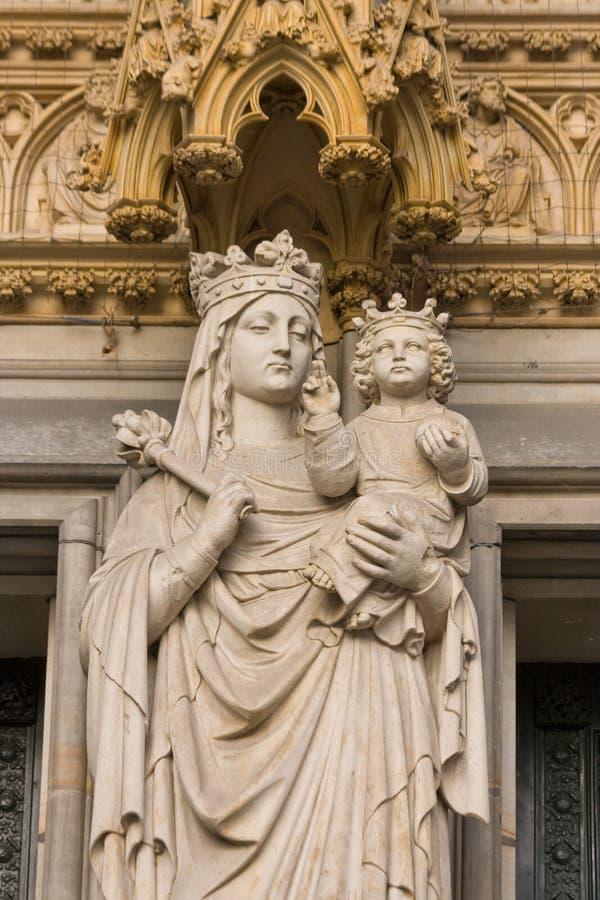 Escultura de Maria con Jesús foto de archivo