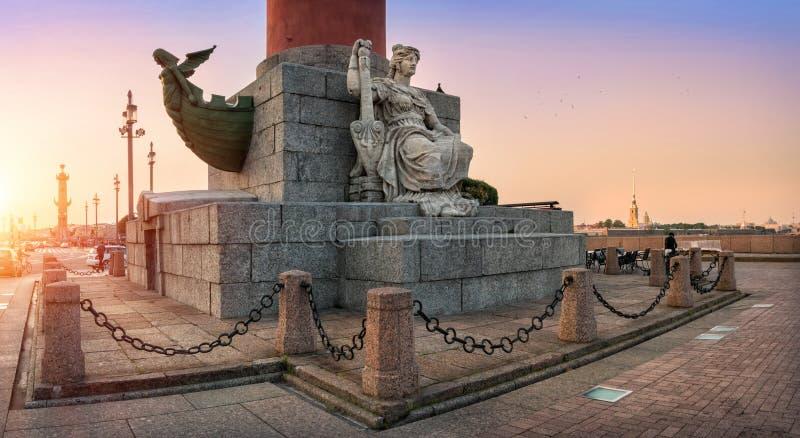 Escultura de Neva en la columna rostral imágenes de archivo libres de regalías