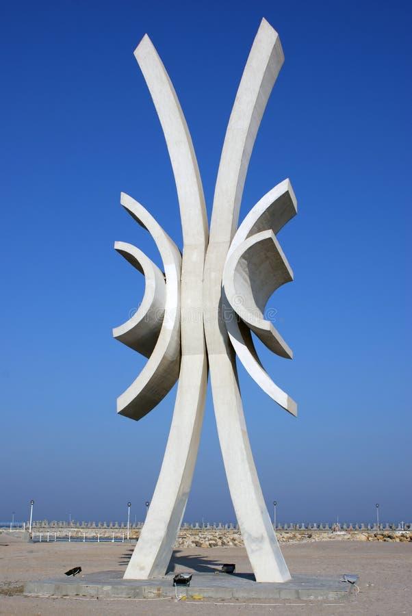 Escultura de Obelisc en el centro turístico de Costinesti fotografía de archivo libre de regalías