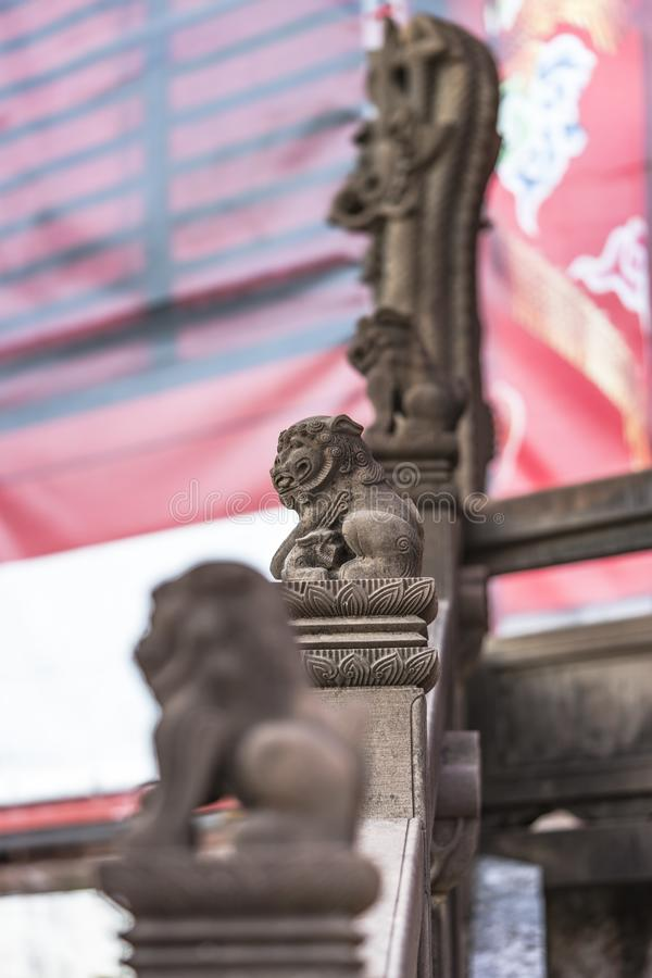 Escultura de pedra dos drag?es do castelo de Shuri na vizinhan?a de Naha, a capital de Shuri de Okinawa Prefecture, Jap?o foto de stock