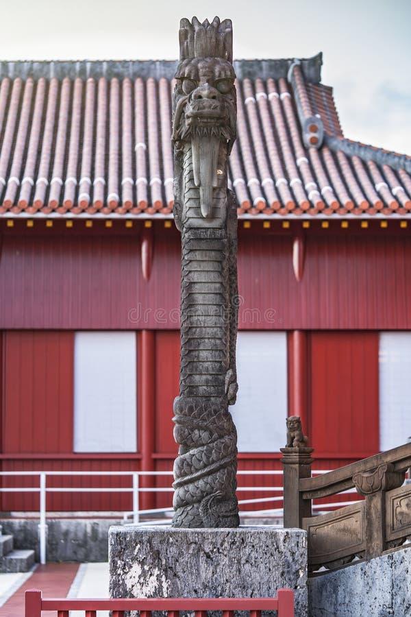 Escultura de pedra dos drag?es do castelo de Shuri na vizinhan?a de Naha, a capital de Shuri de Okinawa Prefecture, Jap?o foto de stock royalty free