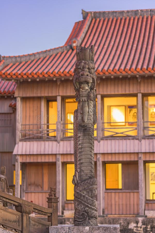 Escultura de pedra dos drag?es do castelo de Shuri na vizinhan?a de Naha, a capital de Shuri de Okinawa Prefecture, Jap?o imagens de stock