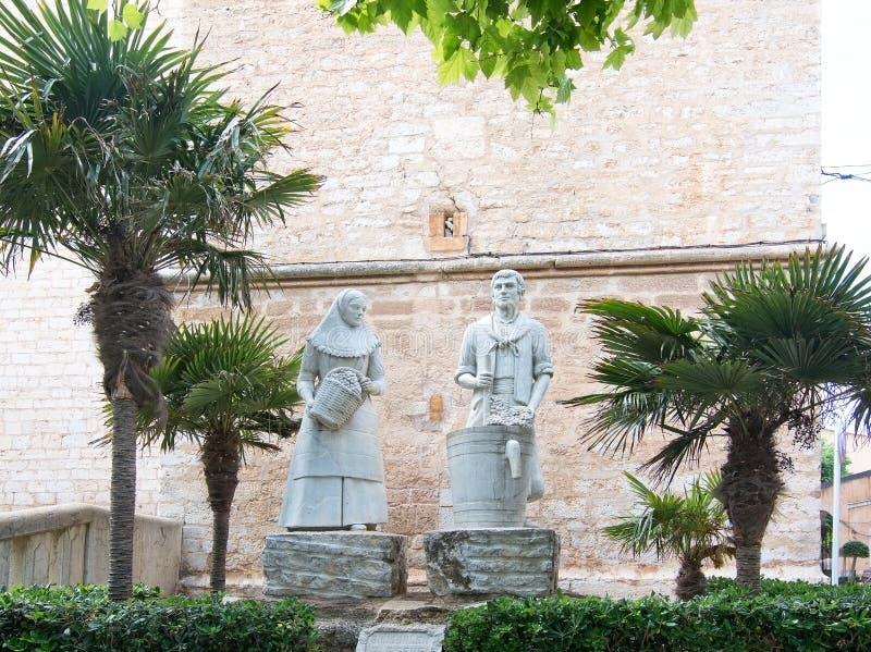 Escultura de pedra dos trabalhadores da adega do homem e da mulher imagem de stock royalty free