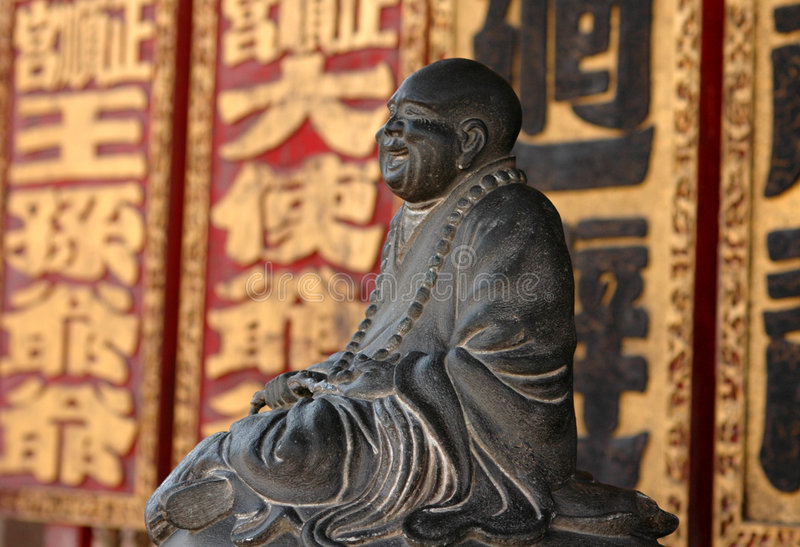 Escultura de risa del monje fotos de archivo