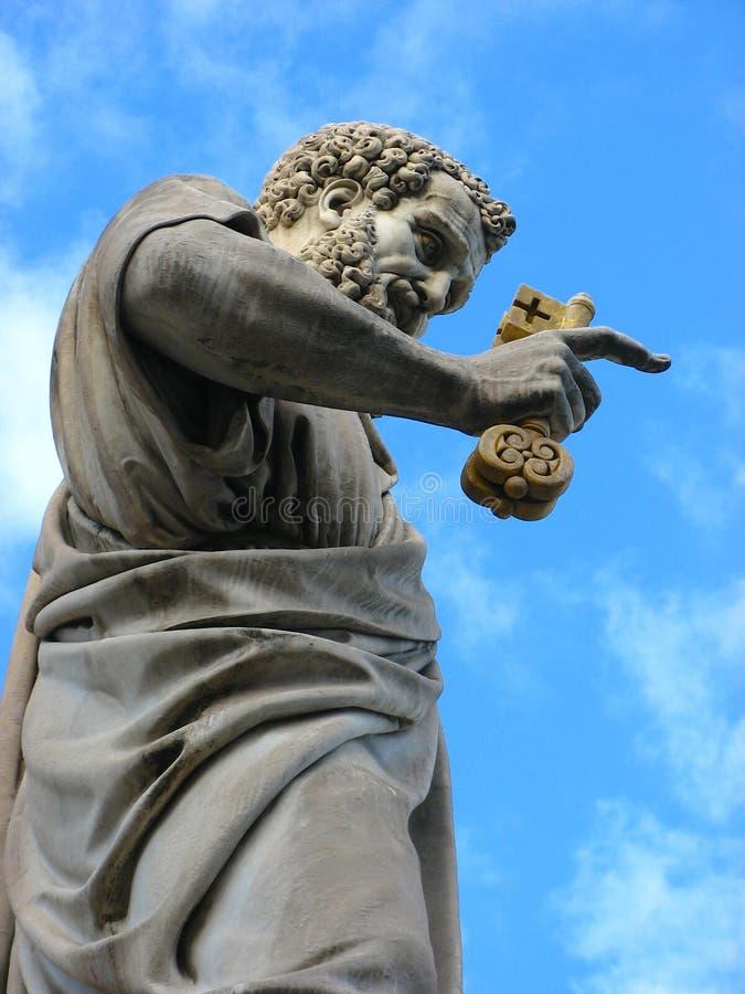 Escultura de St Peter no Vaticano imagens de stock