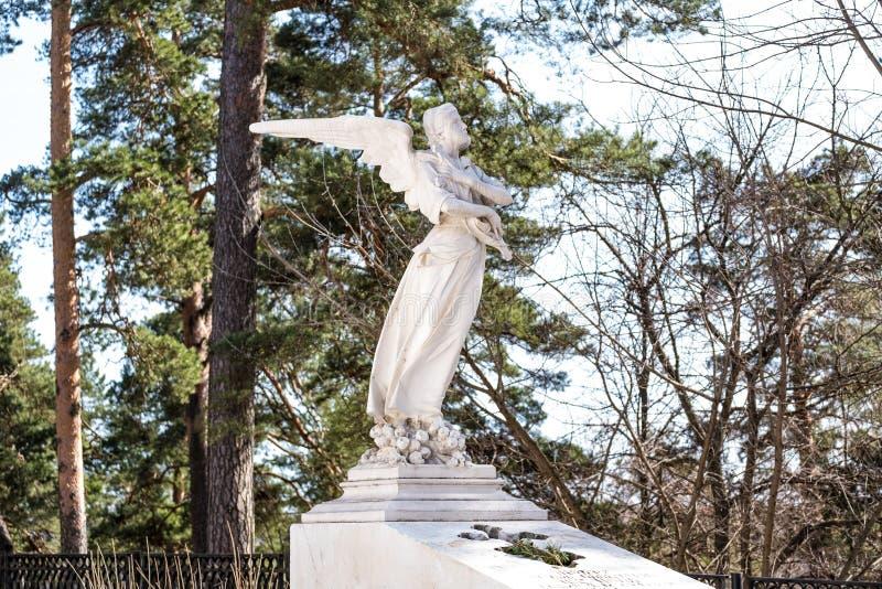 Escultura de um anjo que deplora os pecados dos povos imagens de stock